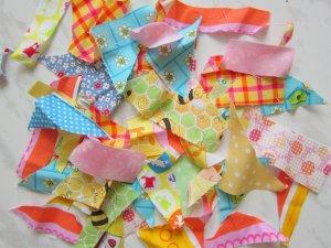 Обрезки ткани для постройки гнезда